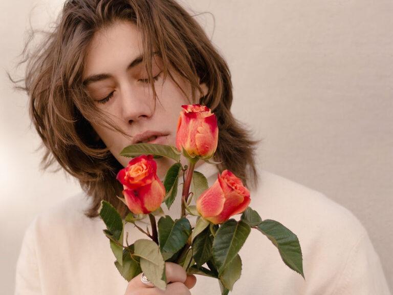 """Nicolò Marangoni, da oggi in radio con """"La tua stanza piena di fiori"""""""