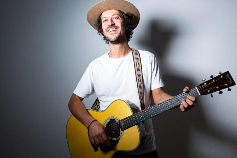 """Chris Lavoro, """"Mate Y Bombilla"""" è il primo singolo del nuovo progetto solista di musica sostenibile"""